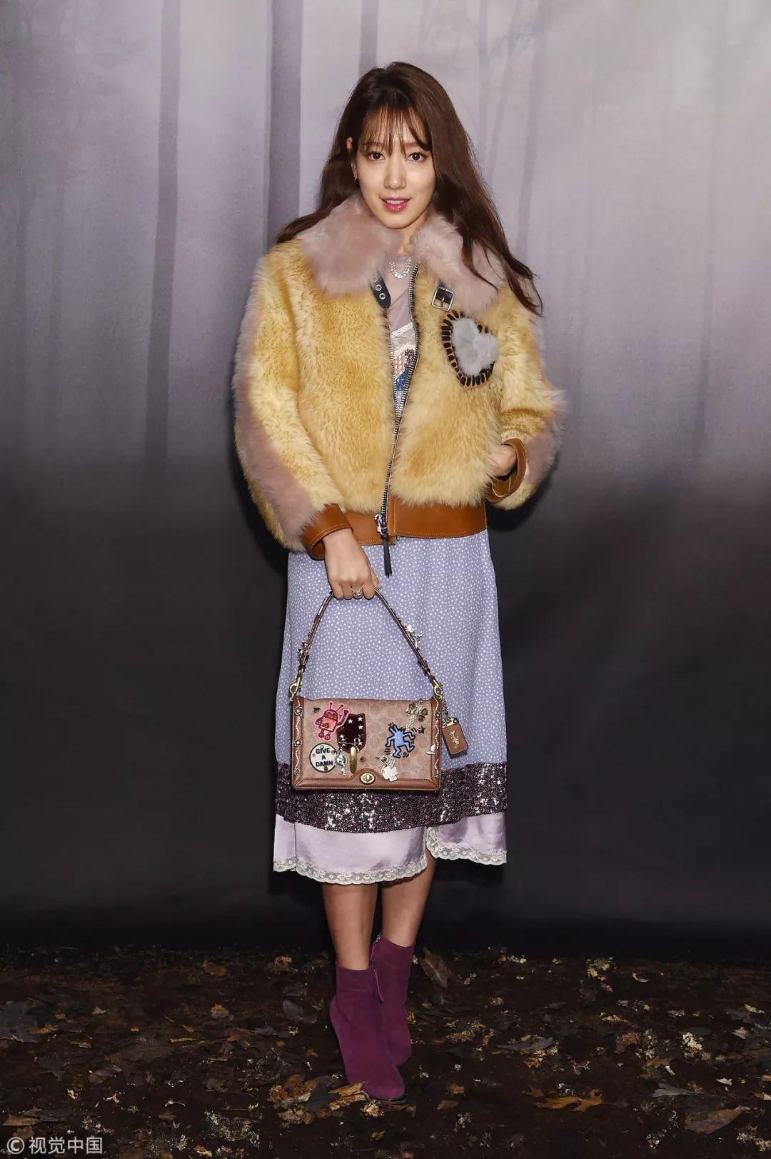 phong cách thời trang tại tuần lễ thời trang Park Shin Hye 1