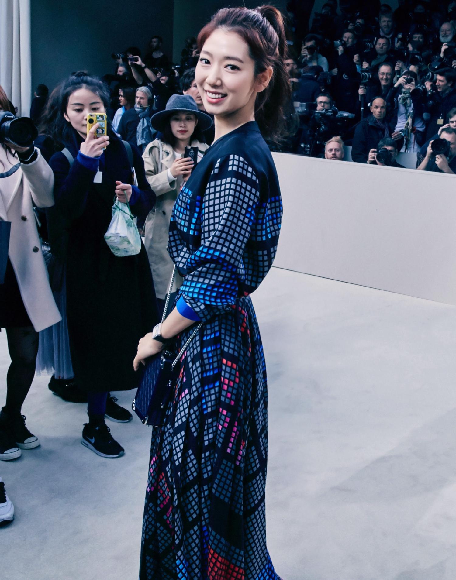phong cách thời trang tại tuần lễ thời trang Park shin hye 3