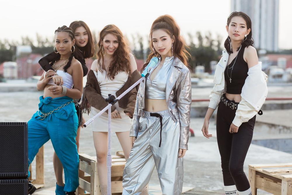 MV quảng cáo Maybeline Fit Me – Tự Tin Là Chính Tôi có sự tham gia của Phương Ly, Hòa Minzy và Only C đang trở thành video quảng cáo khác biệt và thu hút nhiều người xem.