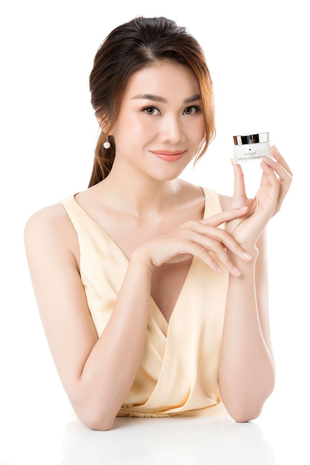 siêu mẫu Thanh Hằng trở thành đại diện thương hiệu Sakura