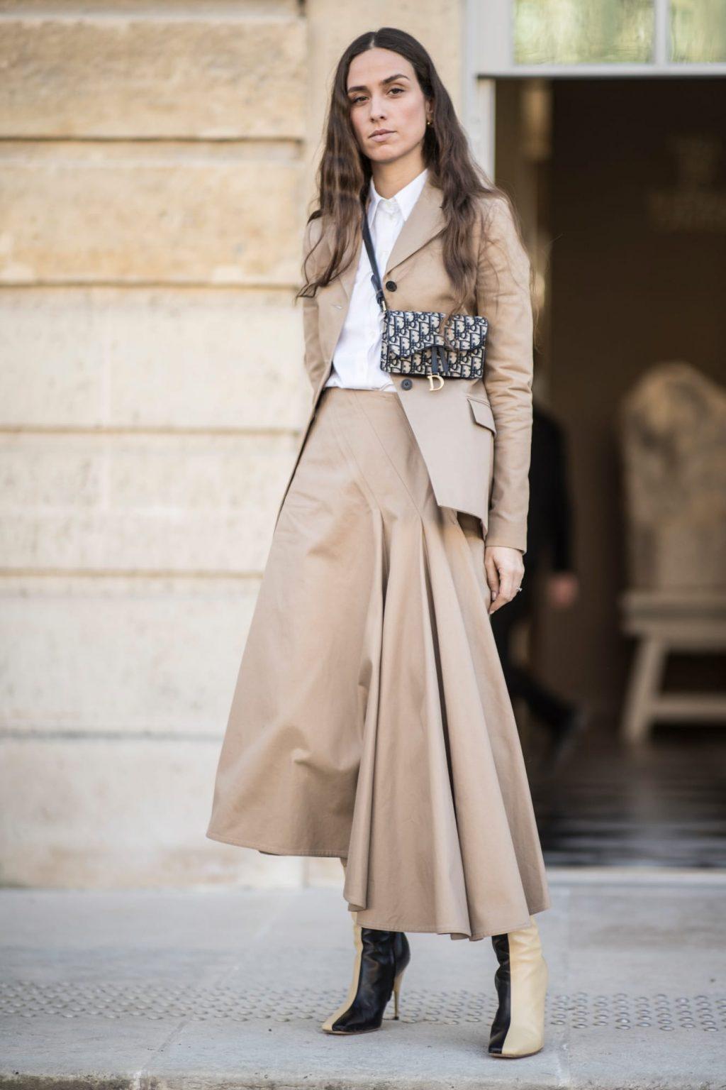 street style tuần lễ thời trang paris màu be