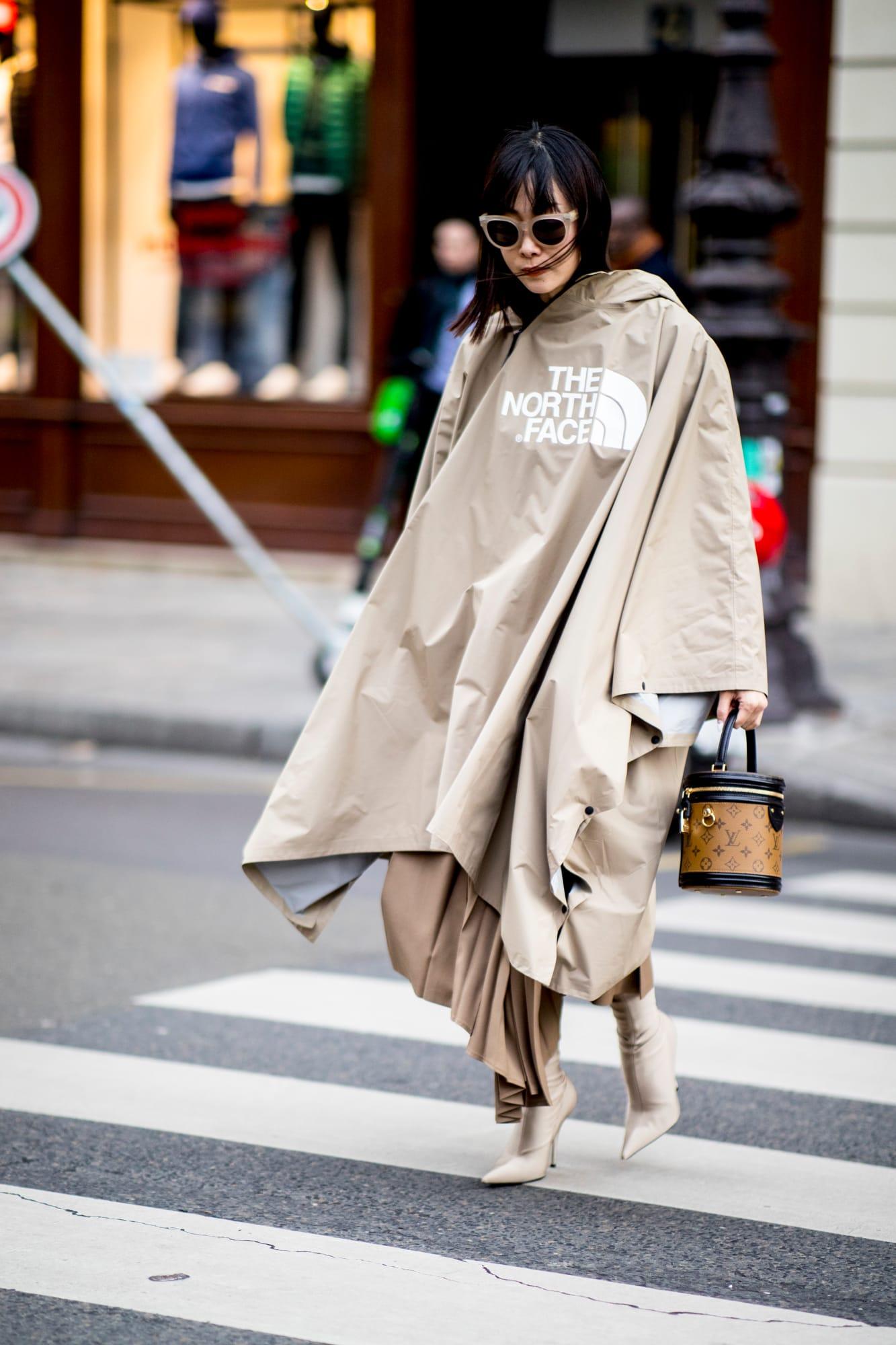 street style tuần lễ thời trang paris màu be 3