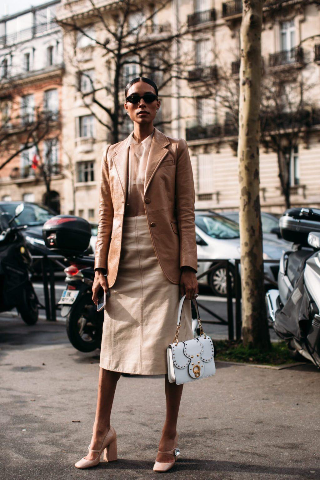 street style tuần lễ thời trang paris màu be 4