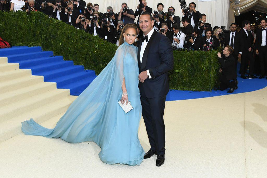 nhẫn đính hôn triệu đô của nữ ca sĩ Jennifer Lopez 5