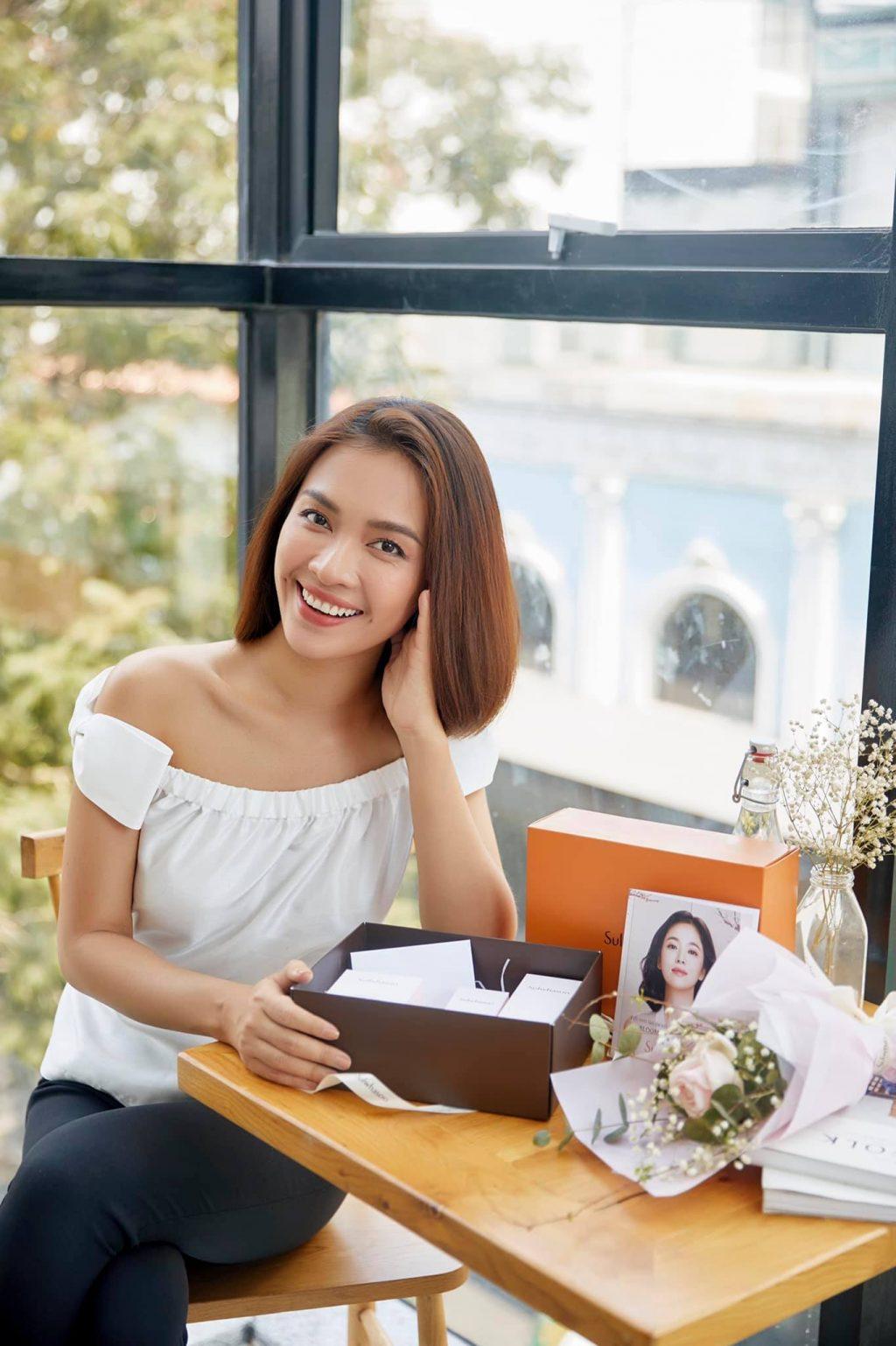 Nàng thơ Song Hye Kyo và loạt sao Việt chia sẻ bí quyết giữ gìn nhan sắc đến bất chấp thời gian với bộ dưỡng da Sulwhasoo