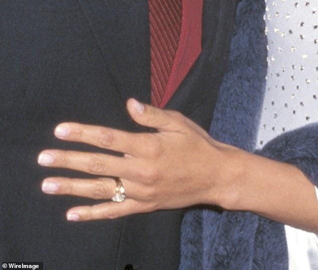 nhẫn đính hôn kim cương jennifer lopez 3