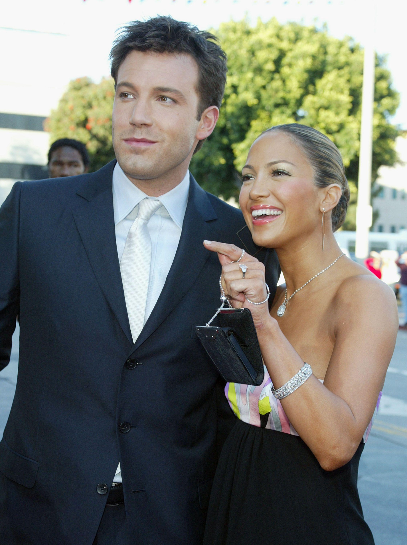 nhẫn đính hôn triệu đô của nữ ca sĩ Jennifer Lopez 30