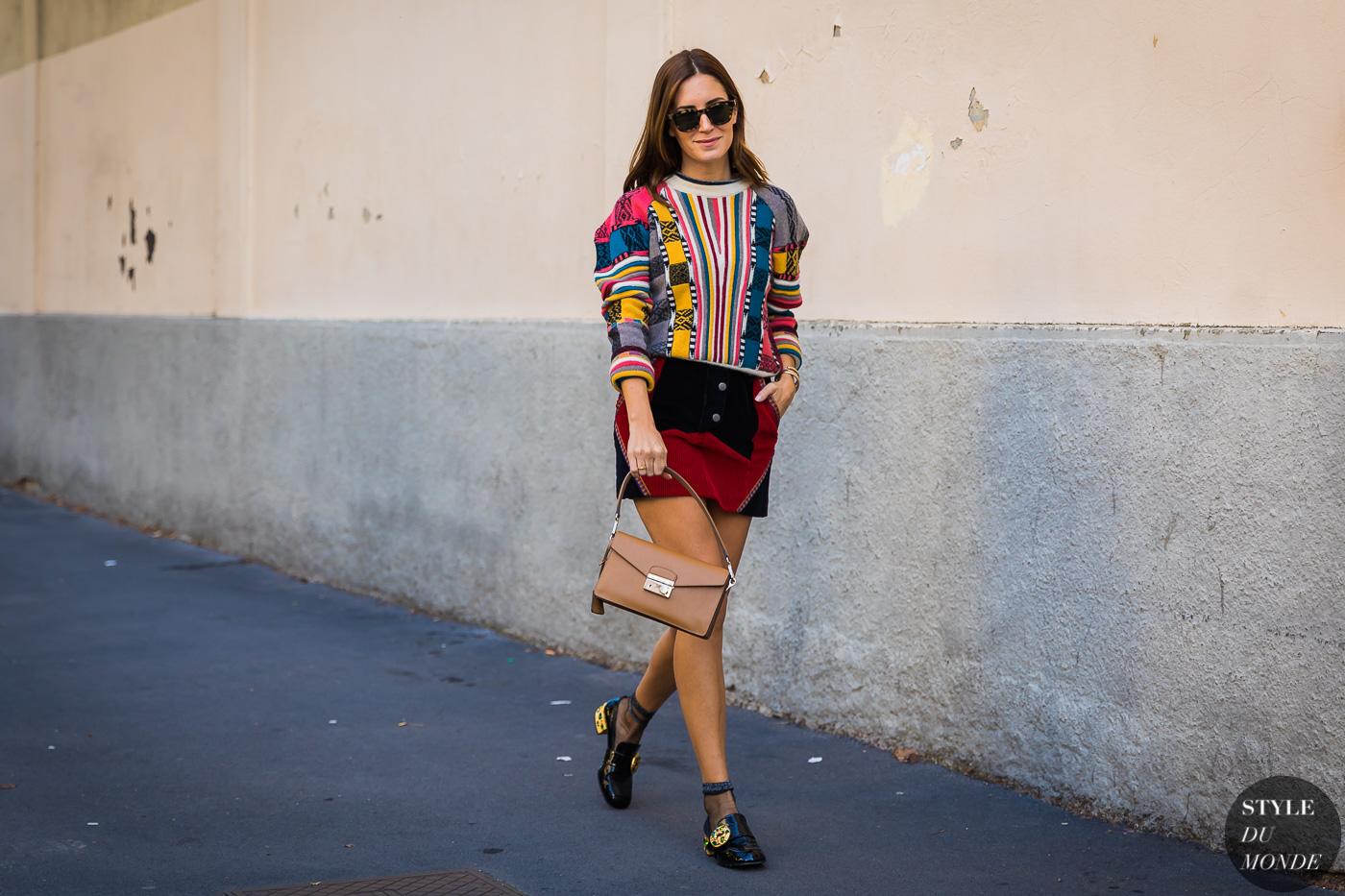 mix&match với áo len họa tiết và chân váy ngắn