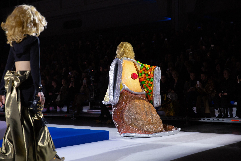 những thiết kế độc đáo nhất trên sàn diễn Tuần lễ Thời trang Thu – Đông 2019 3