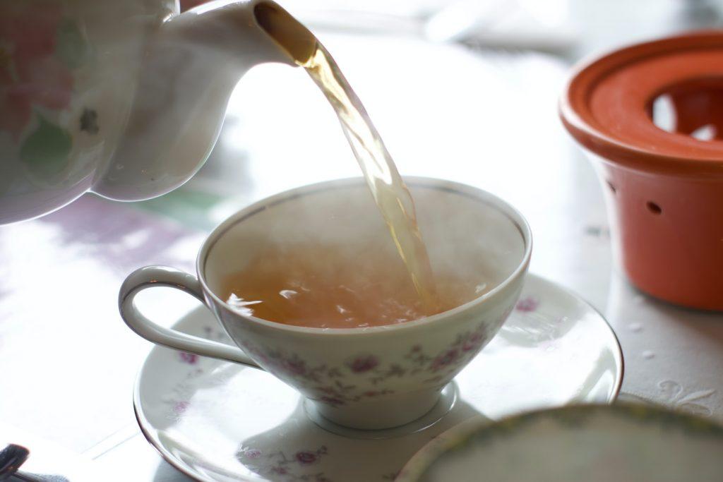 tách trà trắng