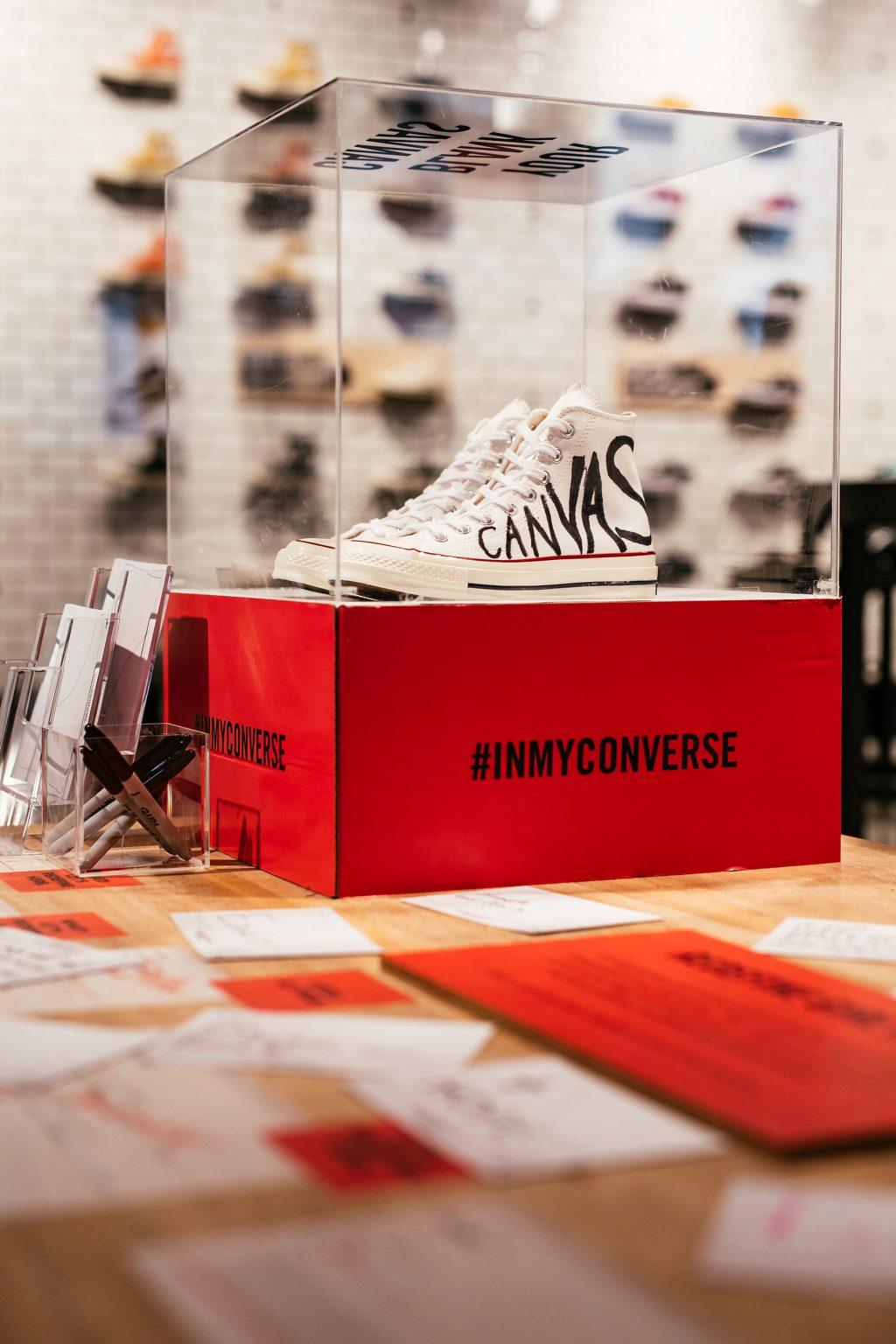 """Mượn giày Converse để trả lời cho câu hỏi """"Như thế nào là con gái?"""" 10"""