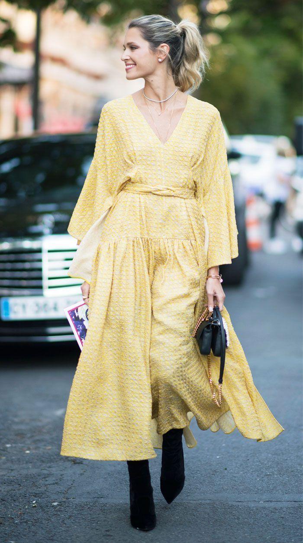 quốc tế hạnh phúc trang phục màu vàng 3
