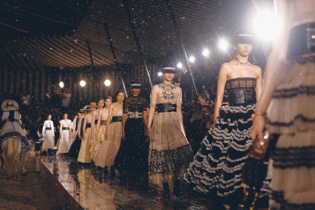 những tin thời trang cần biết về mùa resort 2020