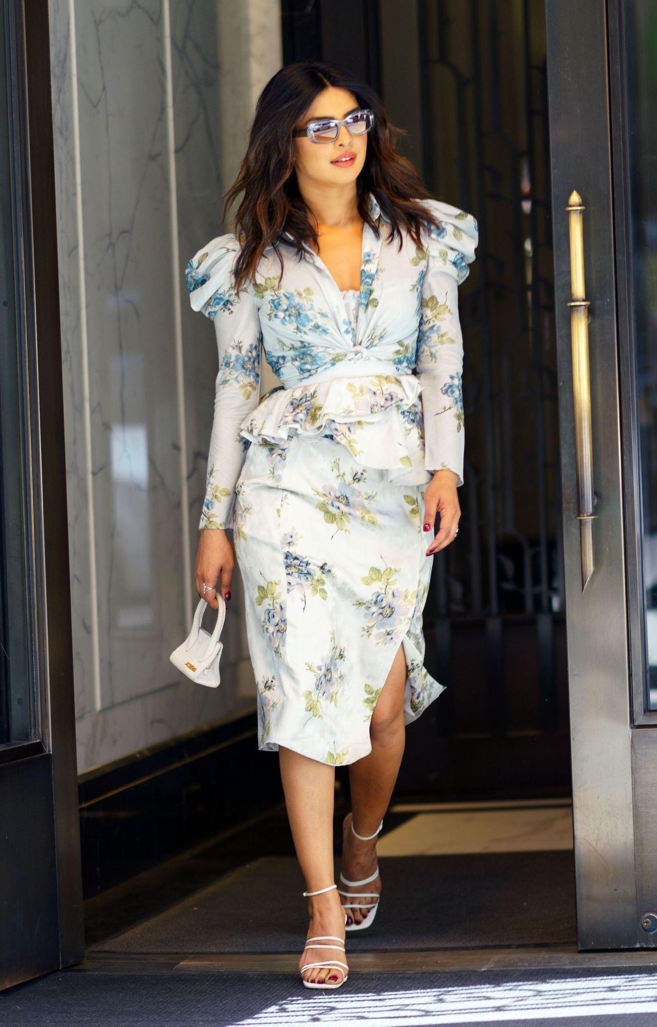 Bắt kịp xu hướng thời trang túi xách siêu nhỏ cùng dàn fashionista thế giới 11