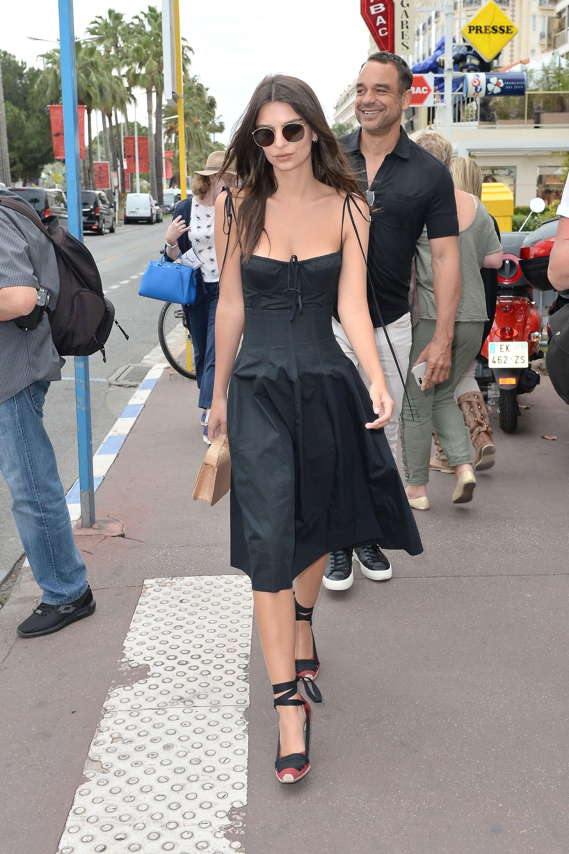 Bắt kịp xu hướng thời trang túi xách siêu nhỏ cùng dàn fashionista thế giới 16