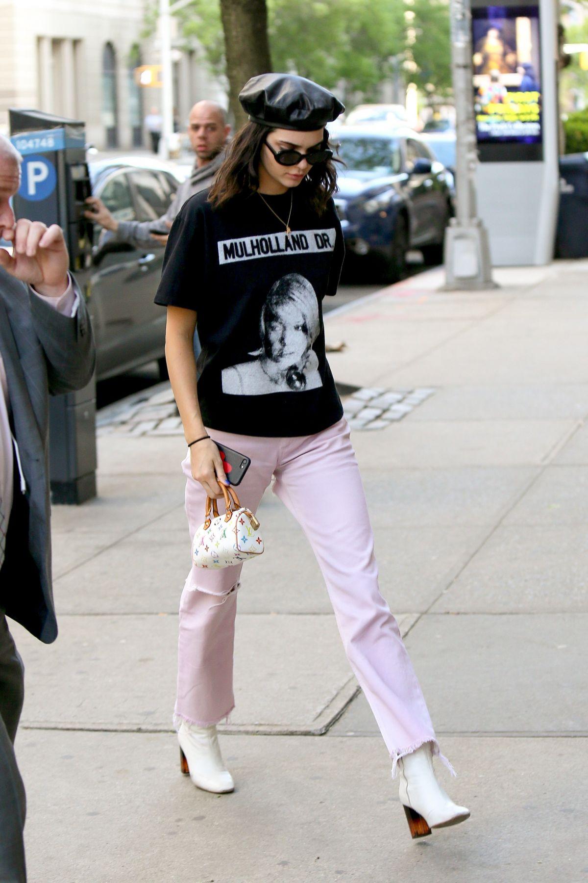 Bắt kịp xu hướng thời trang túi xách siêu nhỏ cùng dàn fashionista thế giới 9