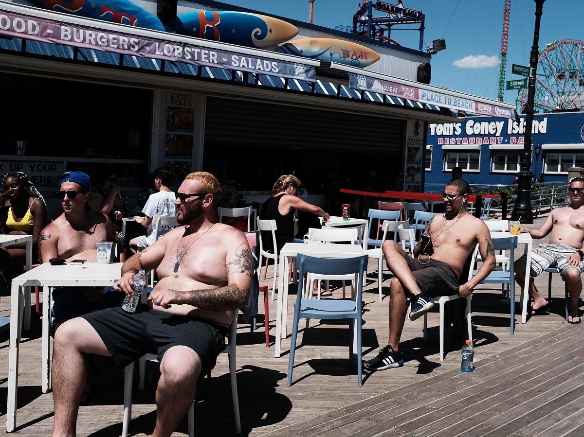 Buổi trưa một ngày nắng nóng trên đảo Coney, New York