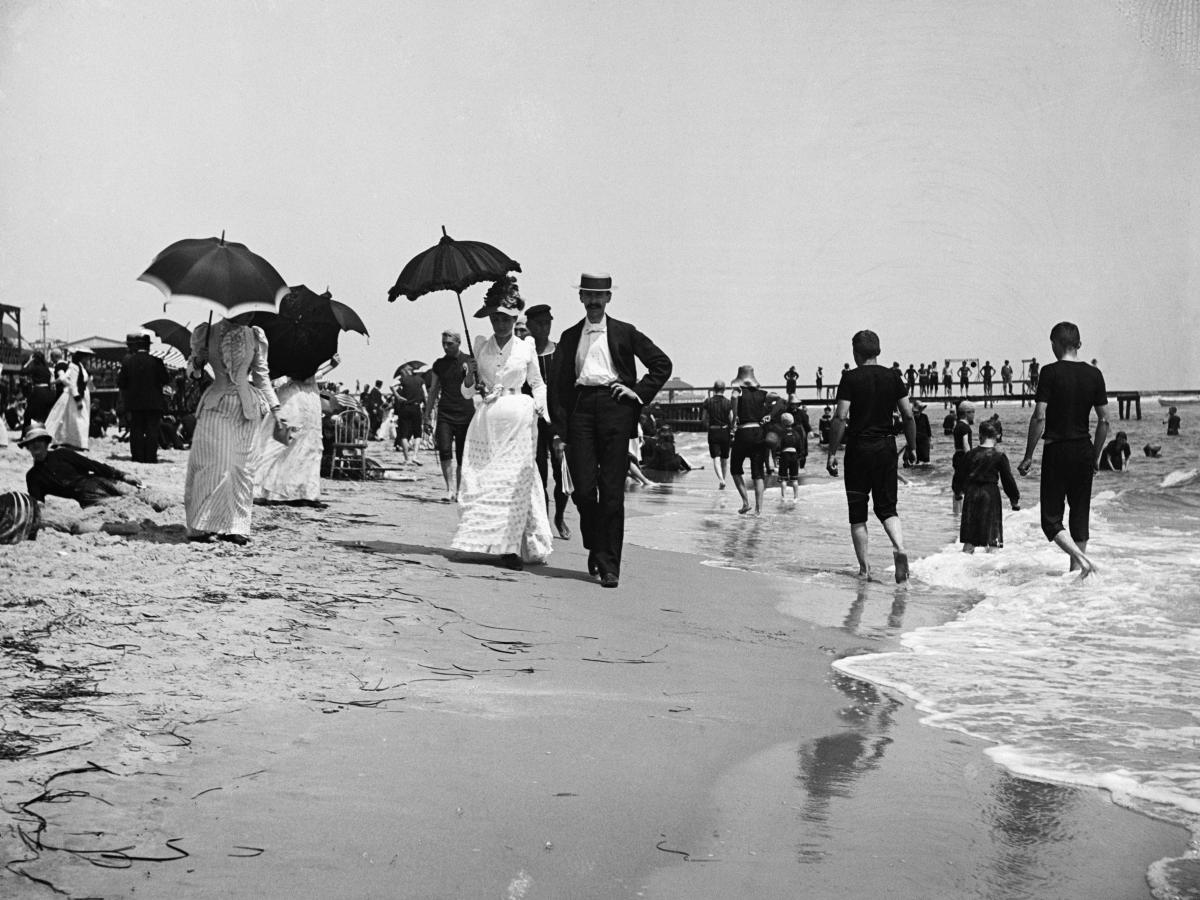 Mọi người dạo chơi ở thành phố Atlantic, New Jersey