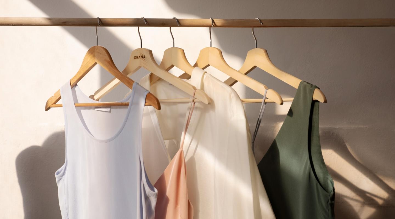 phơi quần áo trên móc