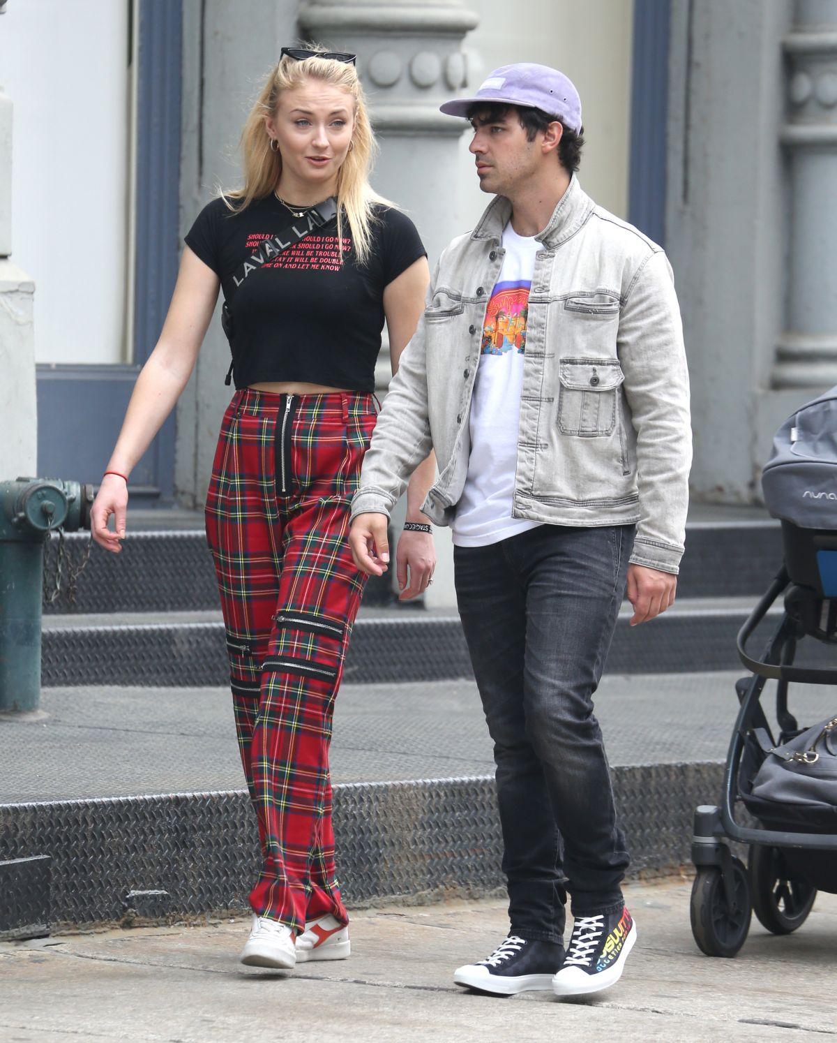 Phong cách thời trang Sophie Turner 4