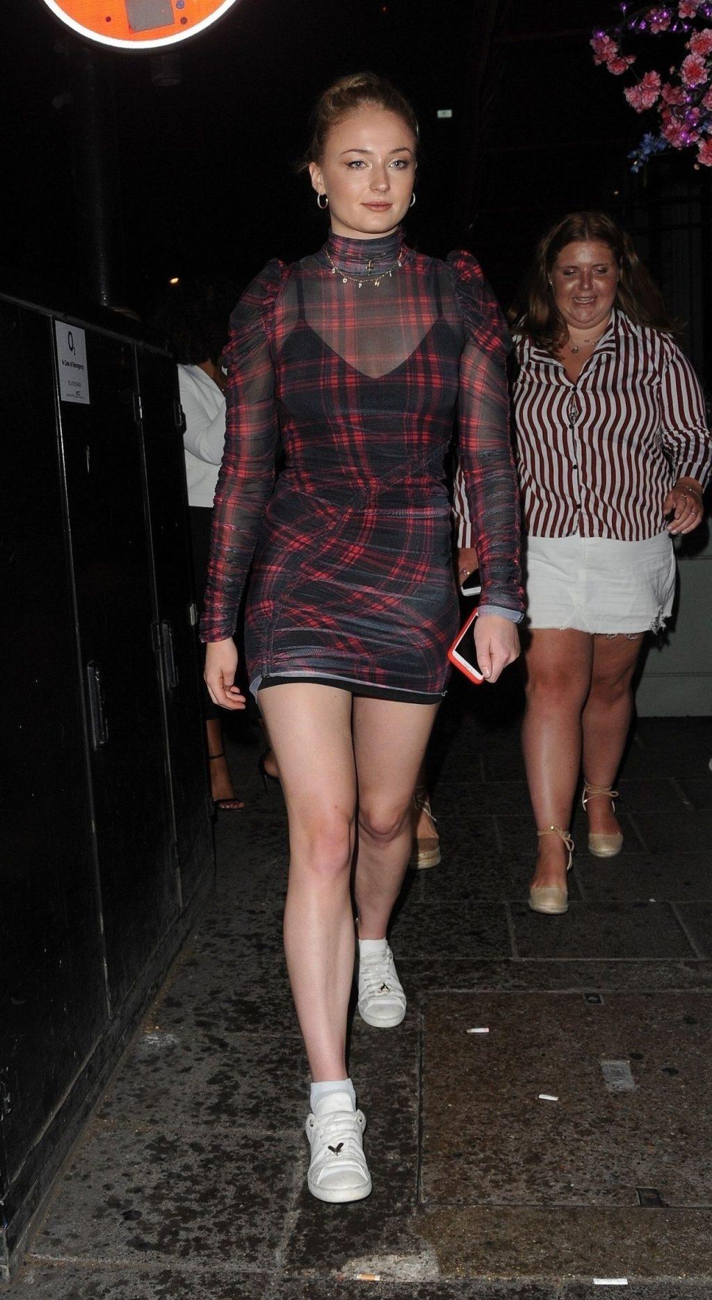 Phong cách thời trang Sophie Turner 6
