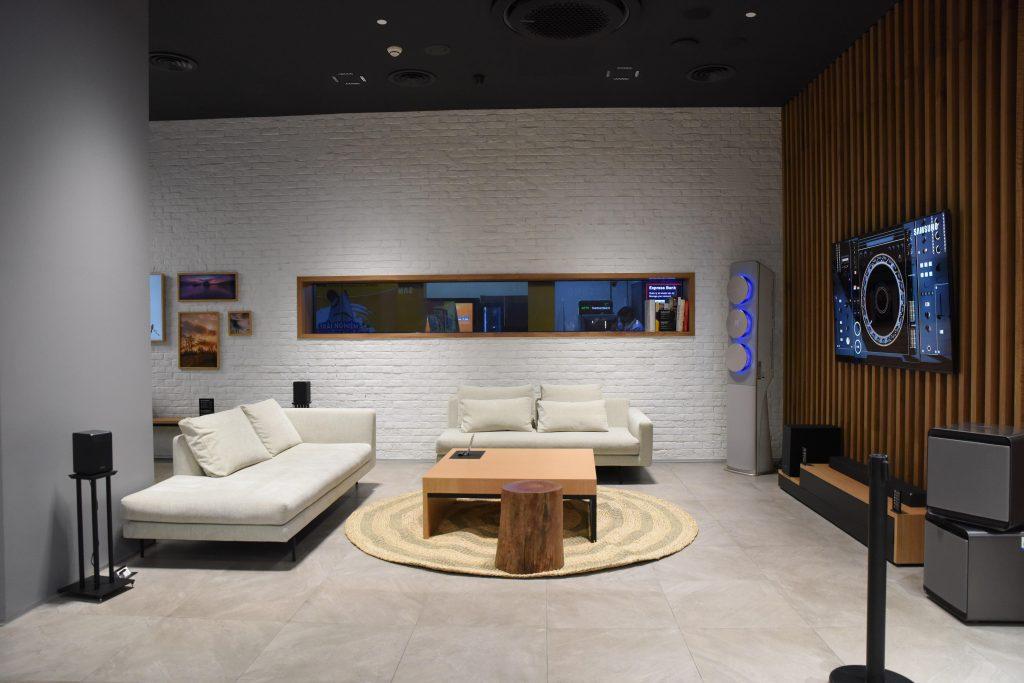 Samsung Showcase 12
