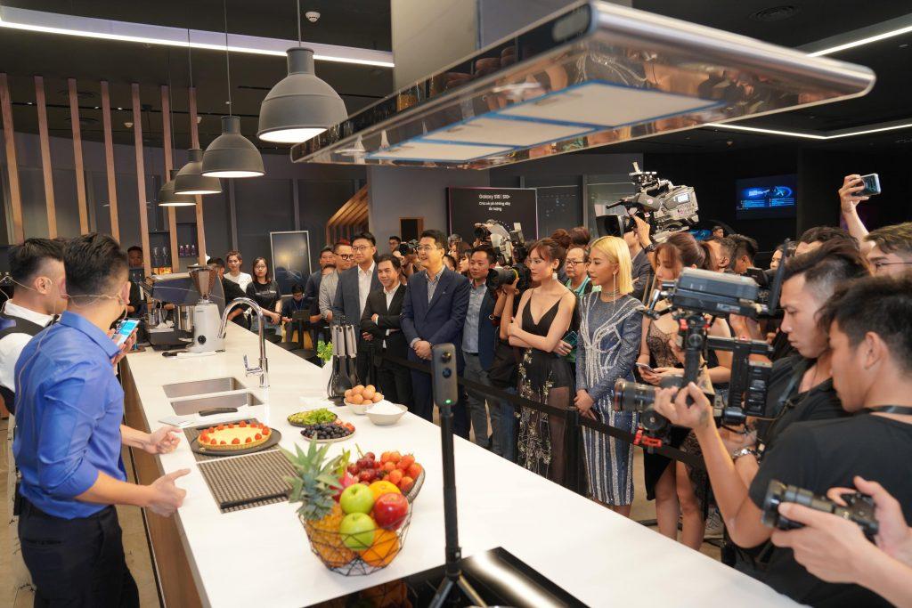 Samsung Showcase 13