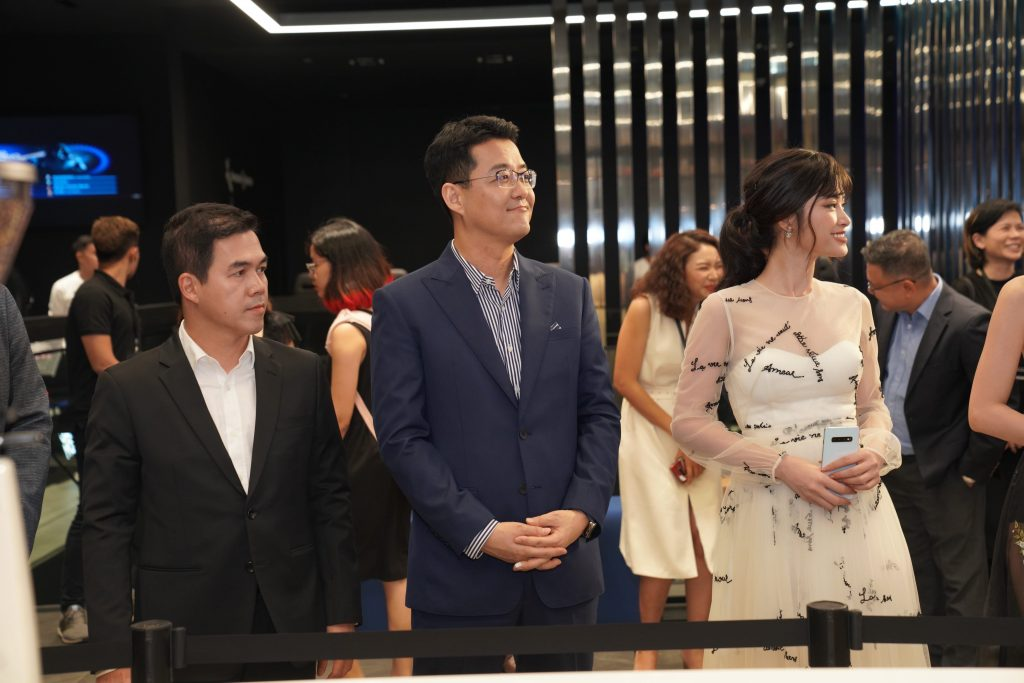 Samsung Showcase 14