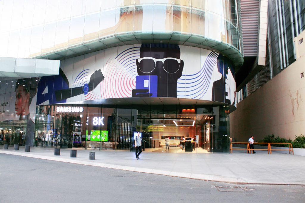 Samsung Showcase 6
