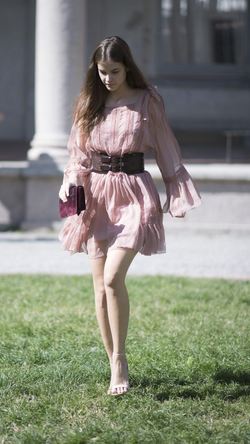 phong cách thời trang đầy lôi cuốn của Barbara Palvin 17
