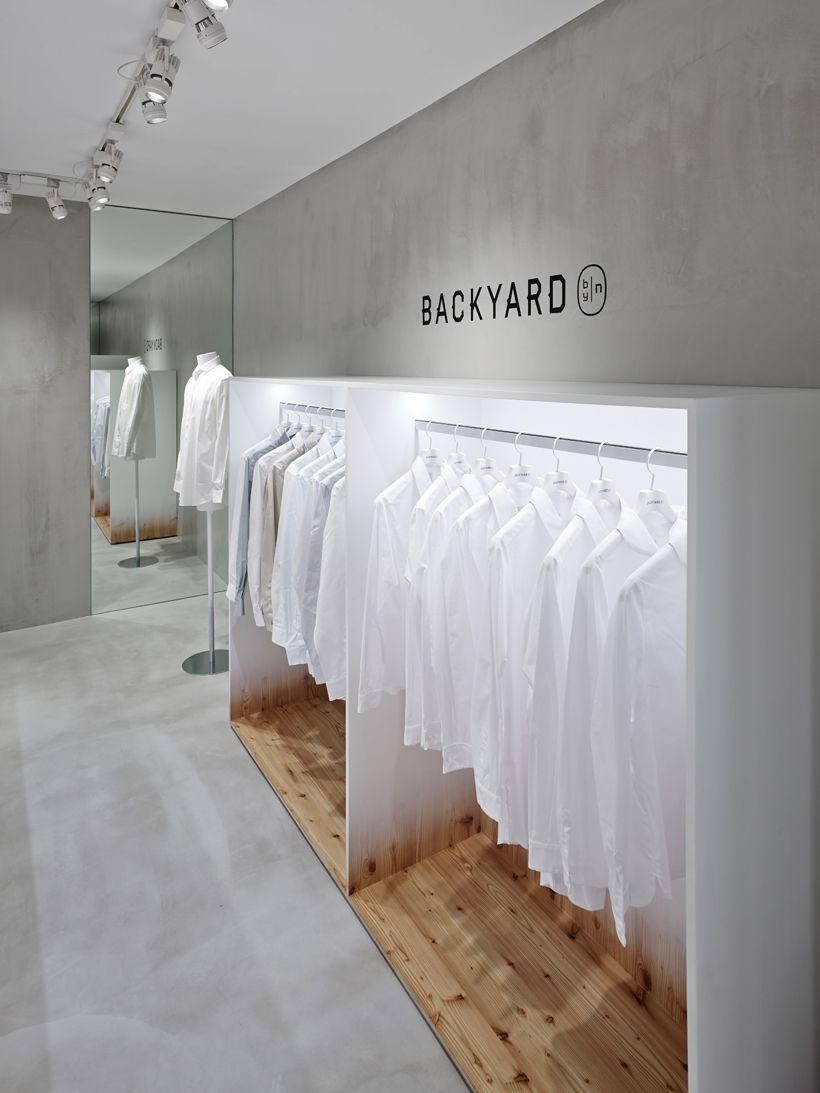 bí mật trong cửa hàng thời trang backyard
