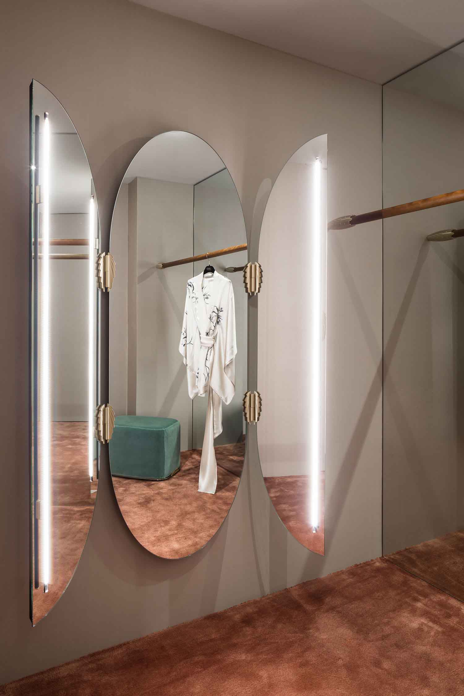 ánh sáng phòng thay đồ cửa hàng thời trang
