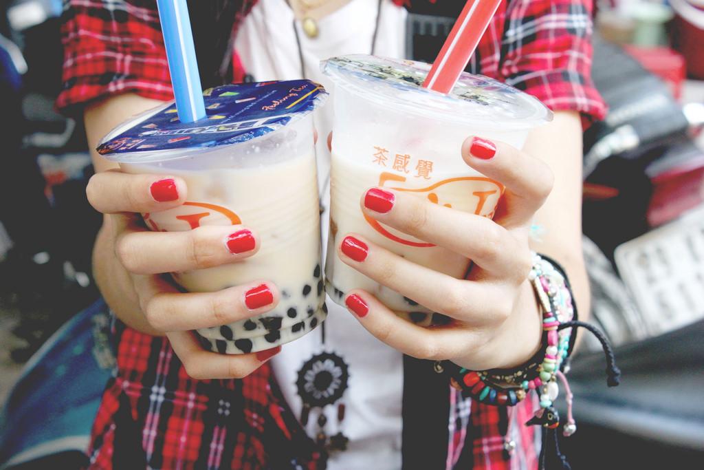uống trà sữa 11
