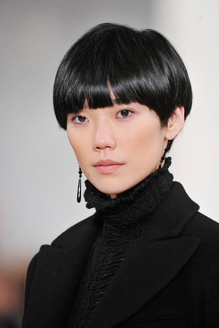 Tao Okamoto cá tính trong kiểu tóc Pixie.