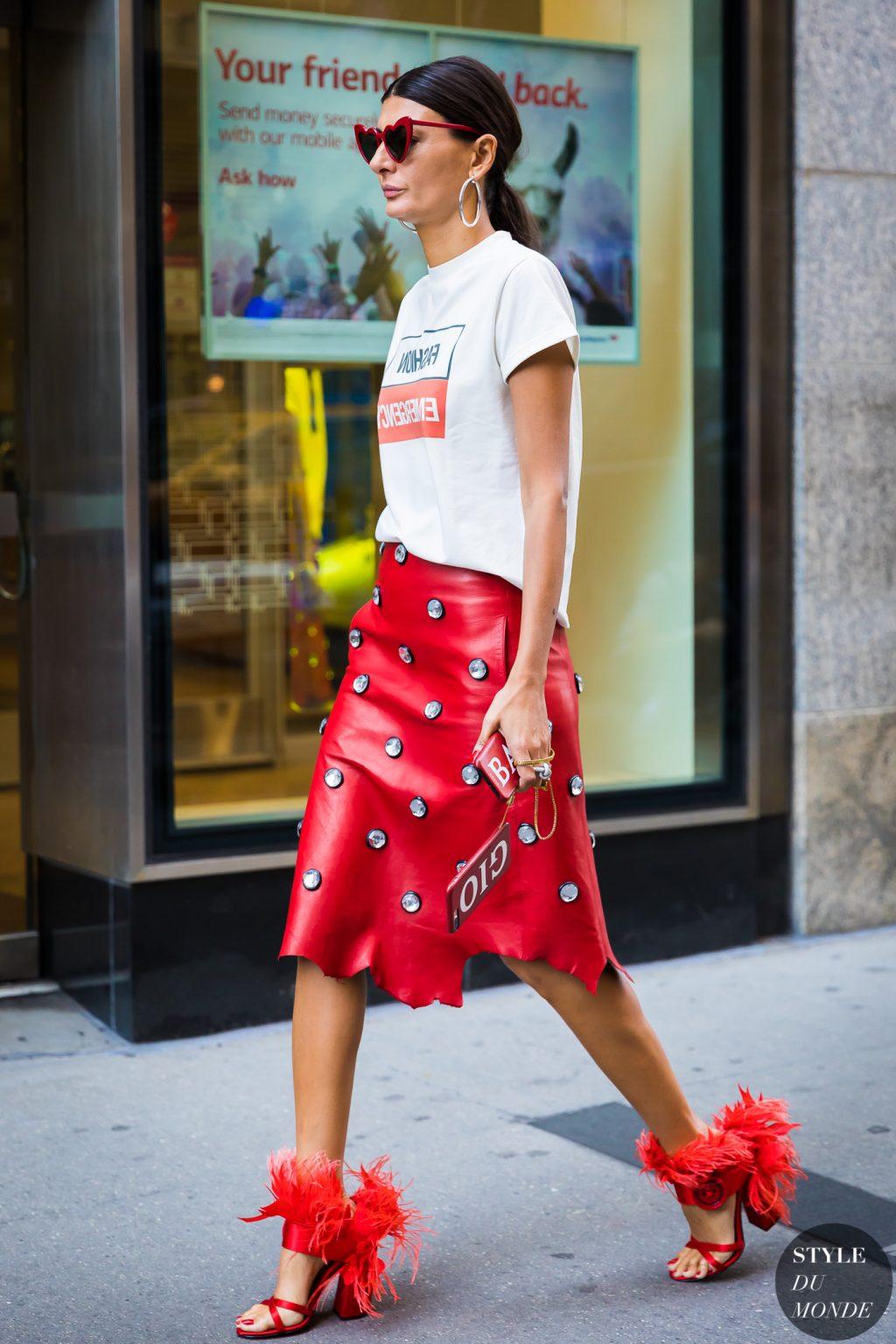 thời trang mùa hè chân váy đỏ đính cườm