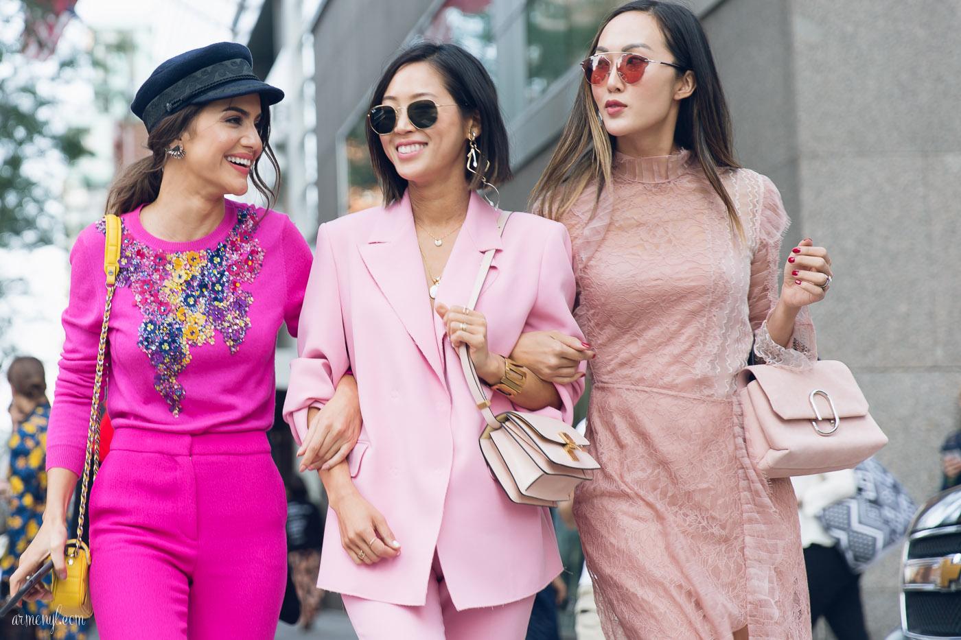 màu sắc trang phục hạnh phúc màu hồng