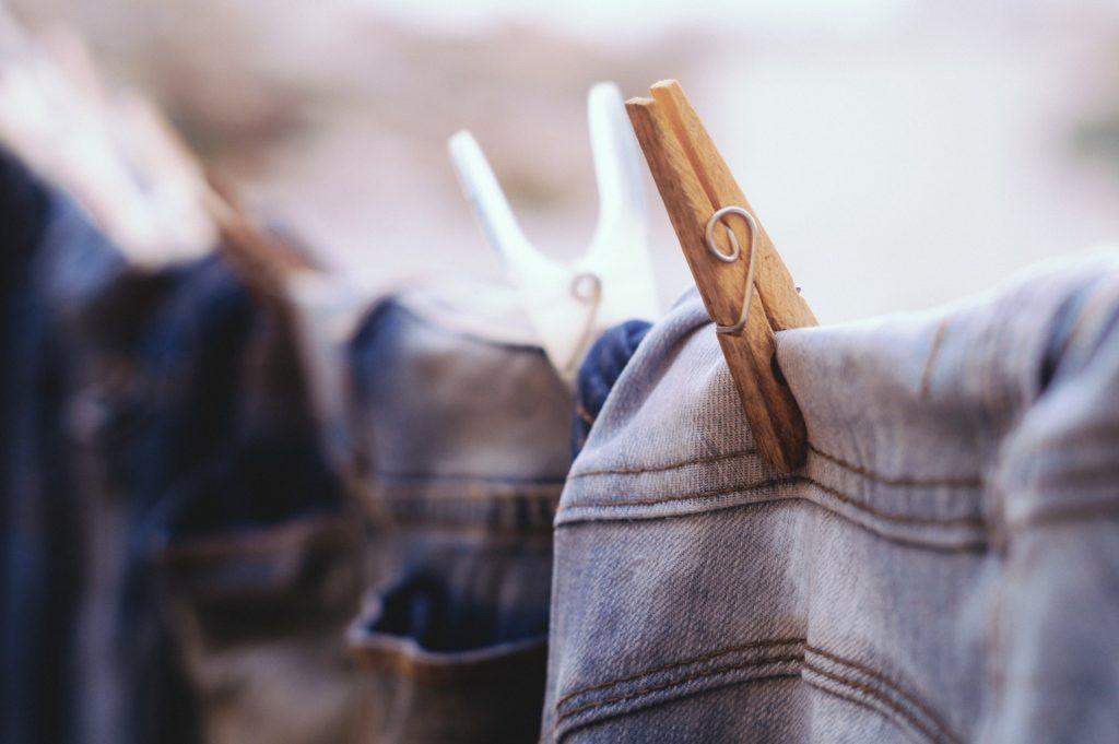dùng kẹp phơi quần jeans