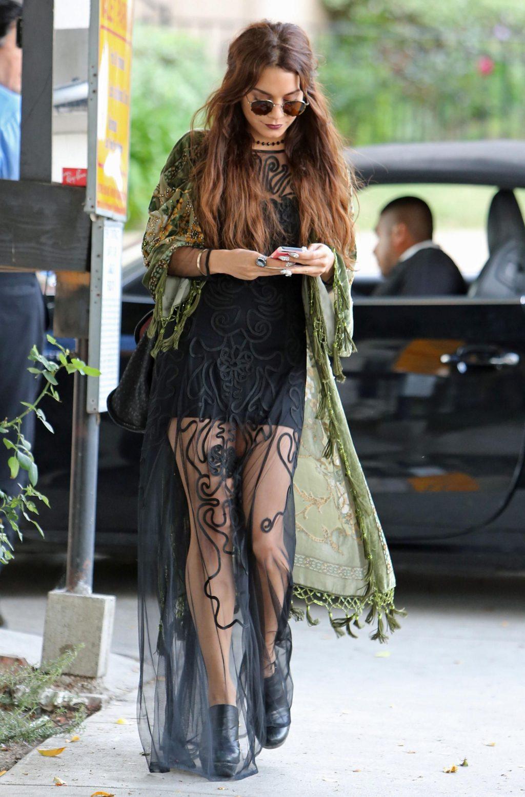 """phong cách thời trang """"nữ hoàng Coachella"""" Vanessa Hudgens 4"""