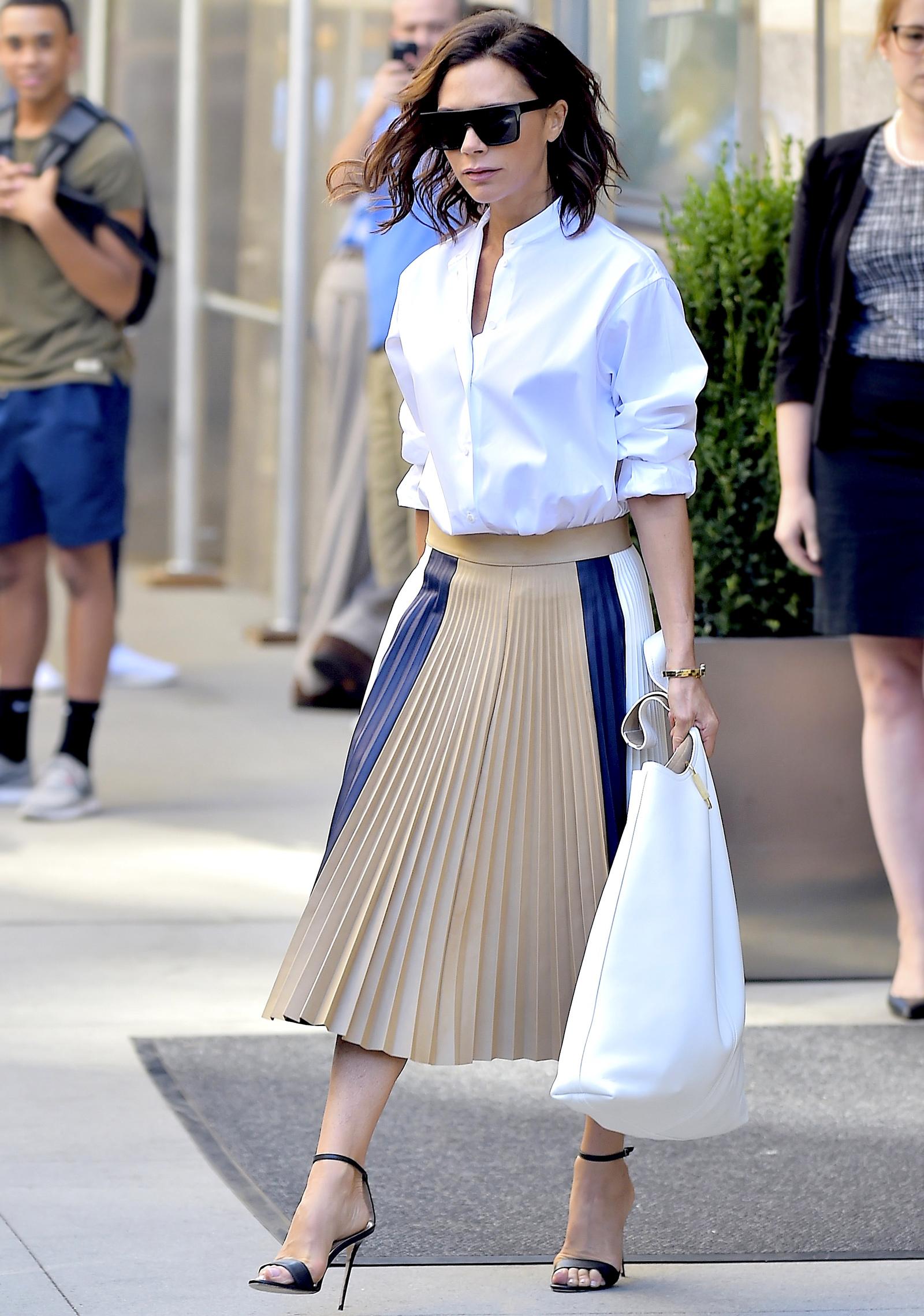 chọn áo sơmi cổ trụ Victoria Beckham
