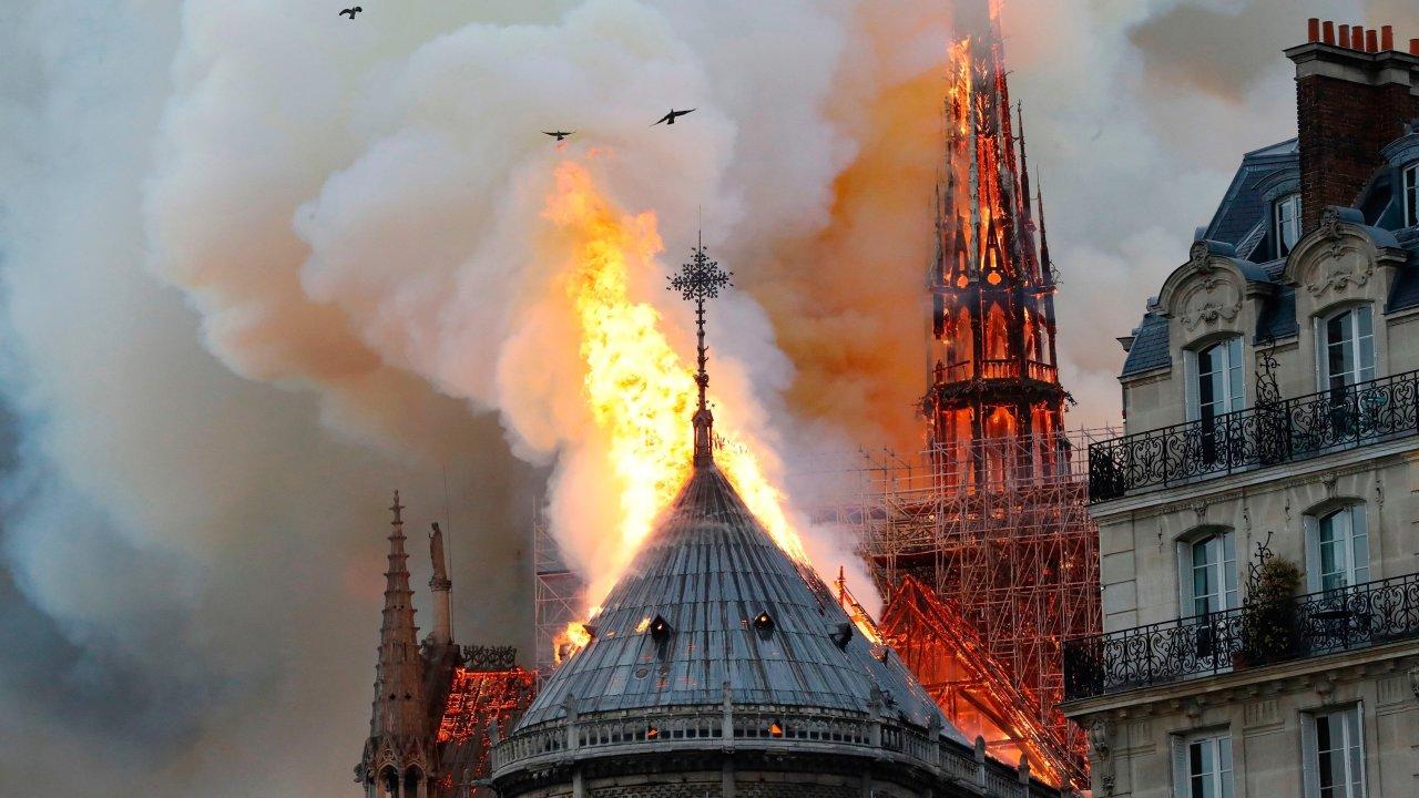 nhà thiết kế chia sẻ vụ cháy ở notre dame 2