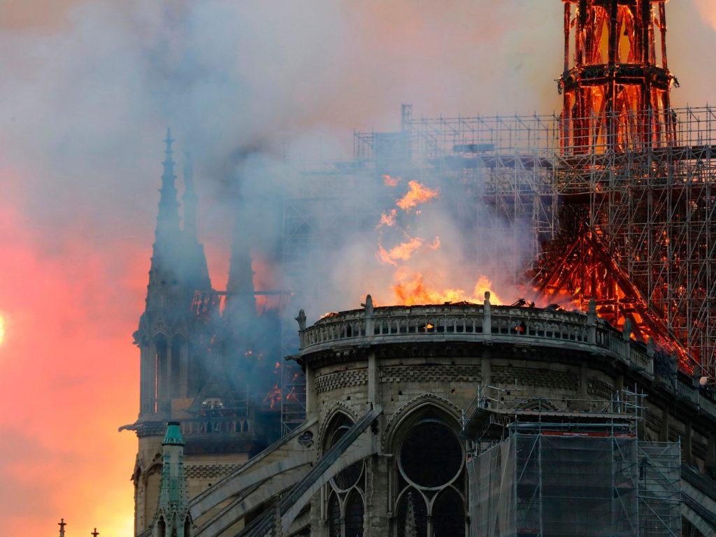 nhà thiết kế chia sẻ vụ cháy ở notre dame 4