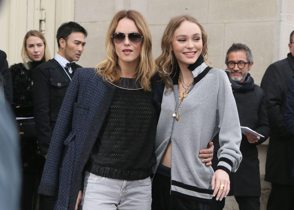 Vanessa Paradis và Lily-Rose Depp dự show thời trang