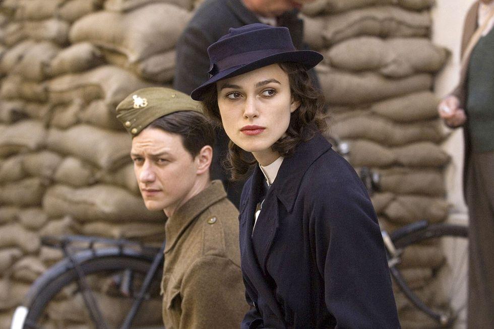 cô gái đội mũ trong phim điện ảnh Atonement