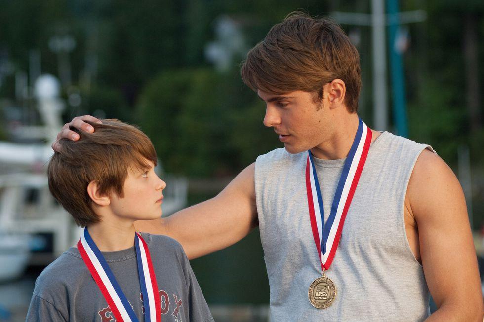 chàng trai và cậu bé vận động viên trong phim lấy nước mắt Charlie St. Cloud