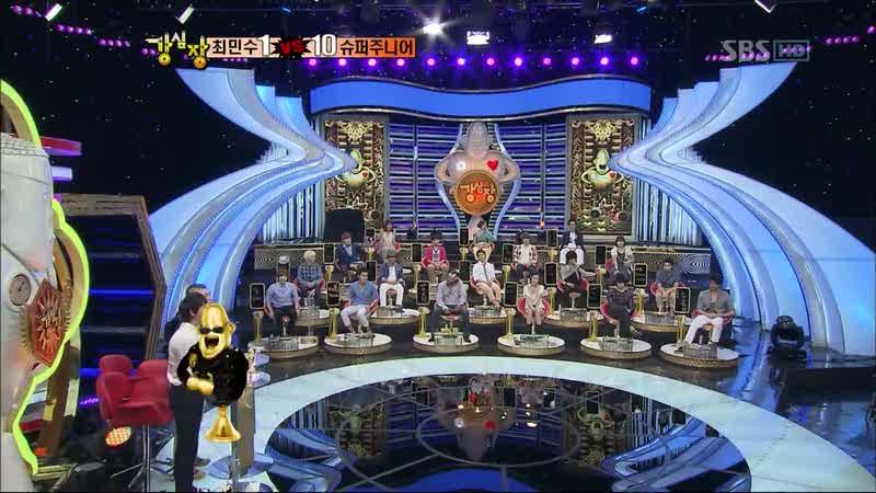 sân khấu đông người của chương trình thực tế Strong Heart