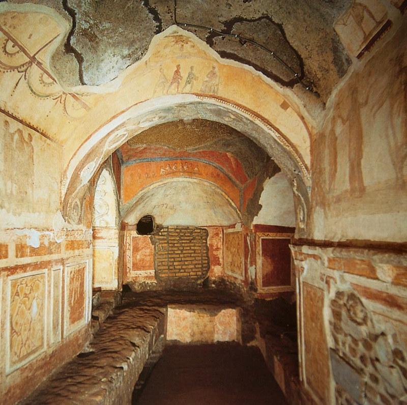 hình ảnh thiên thần bên trong hầm mộ