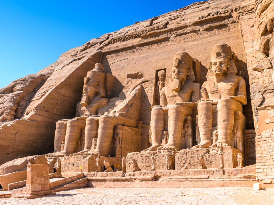 các bức tượng ở đền abu simbel ai cập