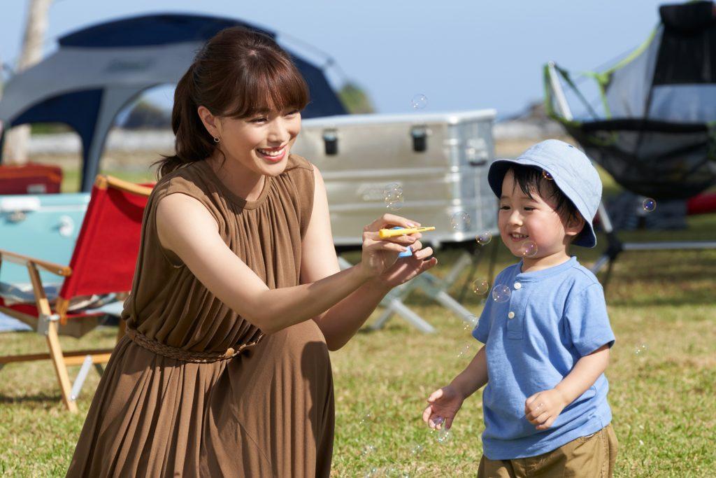 Kem chống nắng sẽ bảo vệ bé khỏi tia tử ngoại khắc nghiệt.