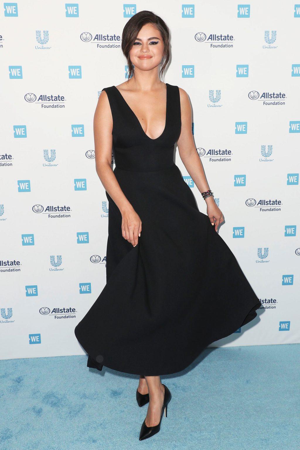 ca sĩ Selena Gomez trở lại thảm đỏ 1