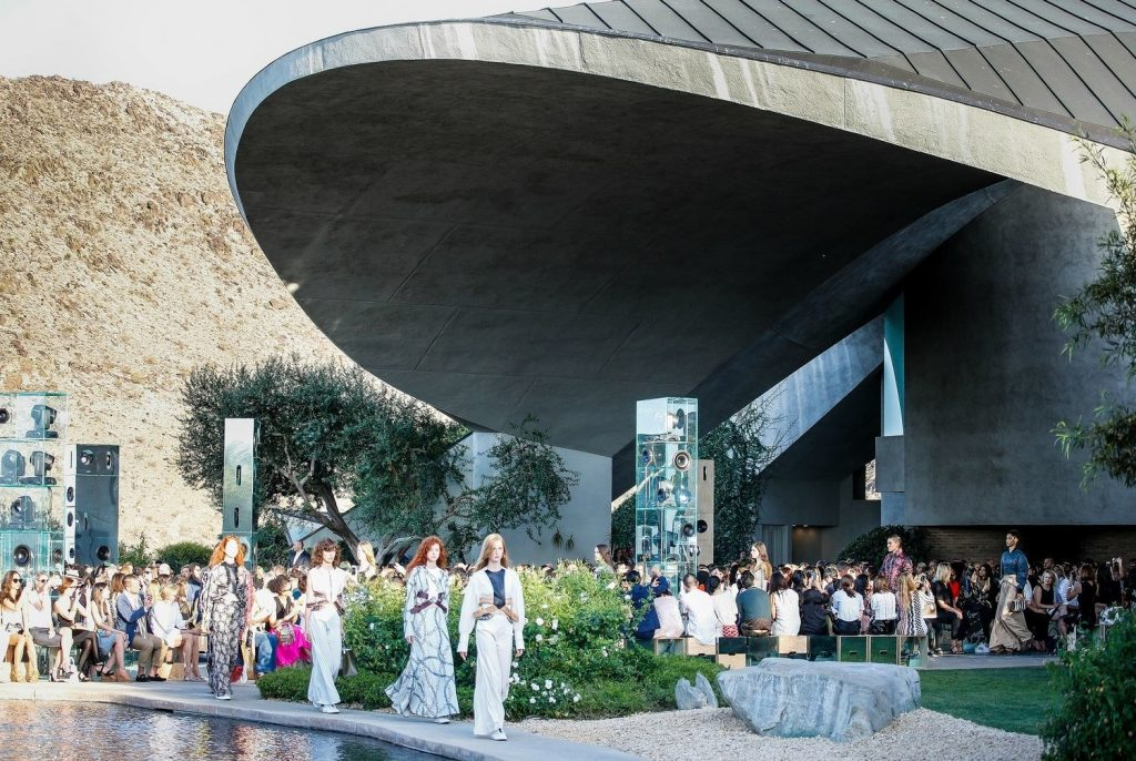 sàn diễn BST Cruise Louis Vuitton tại Biệt thự của Bob Hope